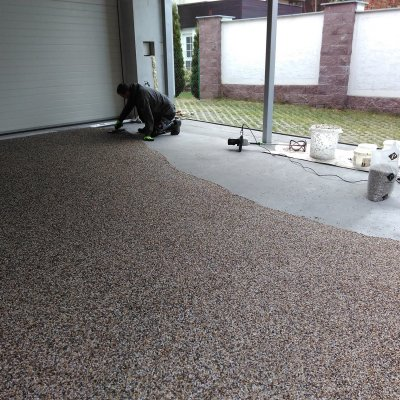 RD Třemošná - kamenný koberec 65m2