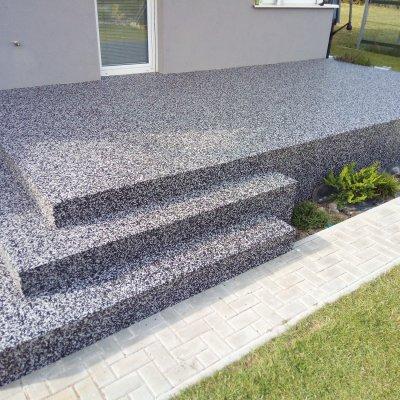 RD Valcha - kamenný koberec 30m2