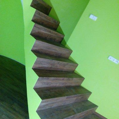 RD Borovy - lepený vinyl+schody 70m2