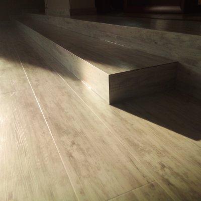 RD Nýřany - lepený vinyl+schody 70m2