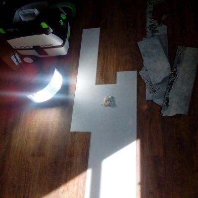 RD Plzeň_oprava poškozených lamel lepeného vinylu