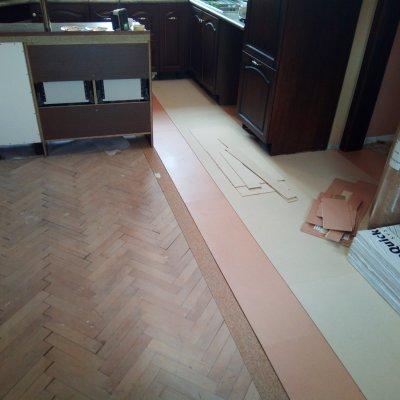 RD Rožmitál_mdf system+lepený vinyl a schody 55m2